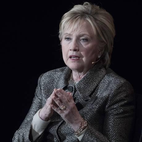 Hillary tem aparecido mais nas últimas semanas Foto: Mary Altaffer / AP