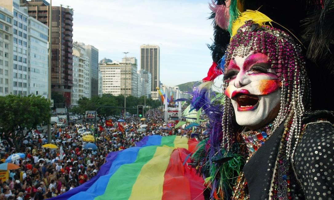 Drag Queen na Parada Gay de Copacabana em 2004 Foto: Camilla Maia / O Globo