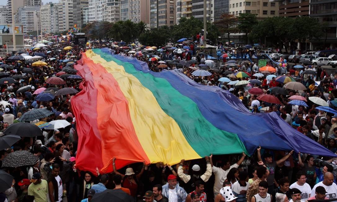 Já em 2006, a Parada de Orgulho Gay em Copacabana comemorava sua 11ª edição Foto: Lucíola Villela / O Globo