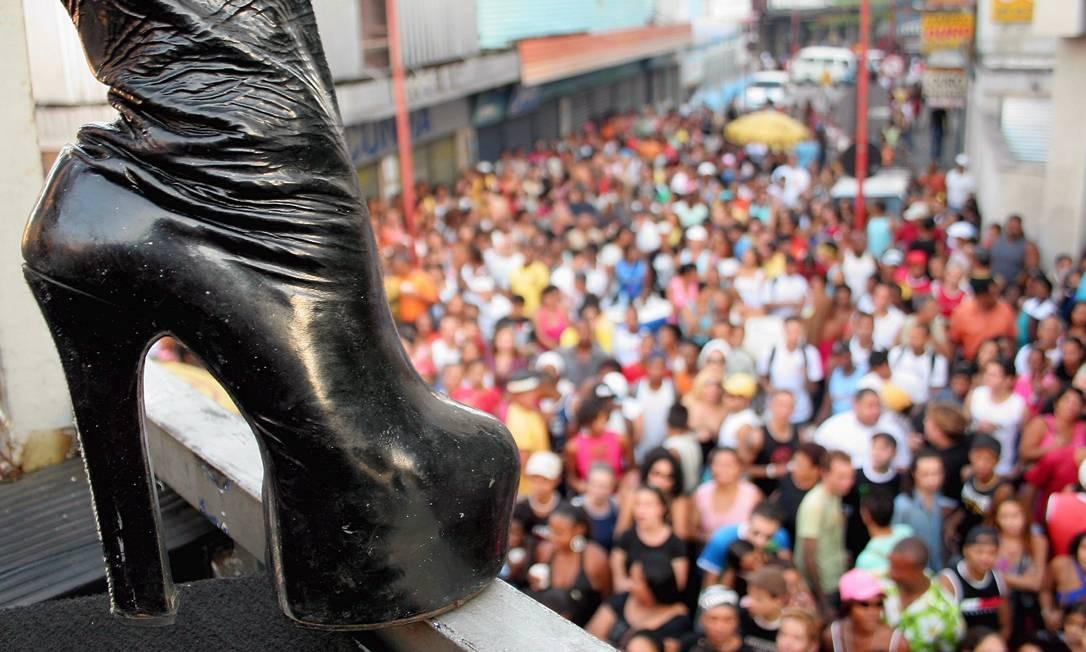 Em 2005, a parada de Orgulho Gay em Madureira comemorou seu sexto ano Foto: Lucíola Villela / Agência O Globo