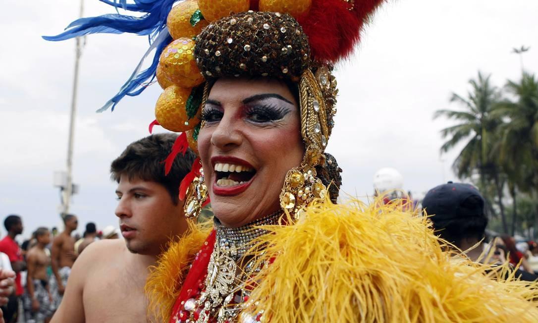 Drag Queen Carmen Miranda na 16ª Parada Gay, em Copacabana, em 2011 Foto: Roberto Moreyra / Agência O Globo