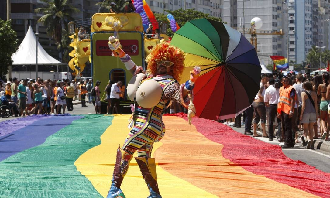 Concentração da parada, em Copacabana, em 2012. Foi a 17ª edição do evento Foto: Mônica Imbuzeiro / Agência O Globo