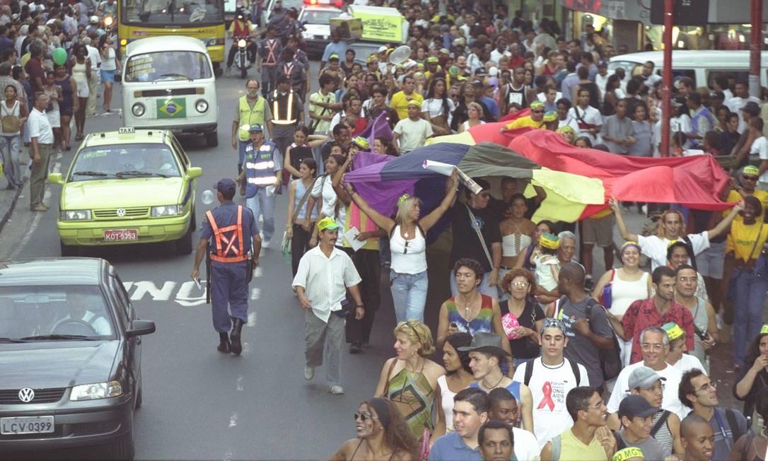 Em 2002, a passeata em Madureira lotou a Rua Souza de Carvalho Foto: Ricardo Leoni / O Globo