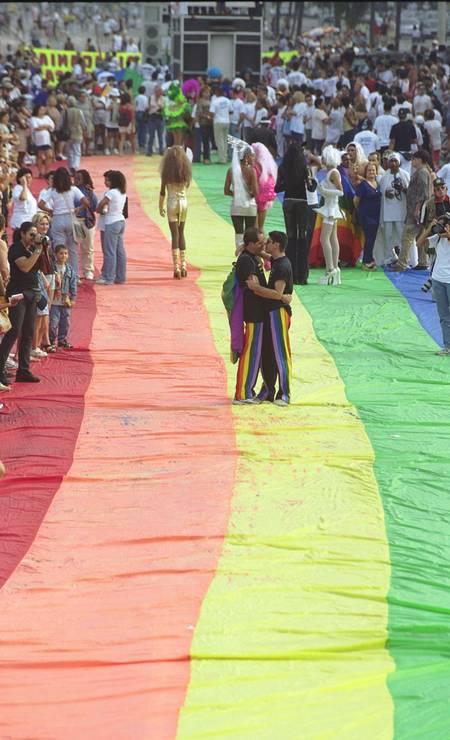 No dia 2 de julho de 2000 foi realizado o evento em Copacabana, e juntou milhares de pessoas Foto: Marcelo Carnaval / O Globo