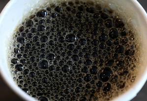 Agência americana recomenda consumo menor do que 4 a 5 xícaras de café por dia Foto: CARLO ALLEGRI / REUTERS