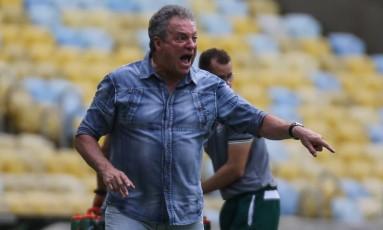 Abel Braga dirige o Flu à beira do campo Foto: Lucas Mercon/Fluminense