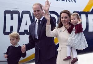 Príncipe George, Príncipe William, Kate Middleton e Princesa Charlotte Foto: JONATHAN HAYWARD / AP