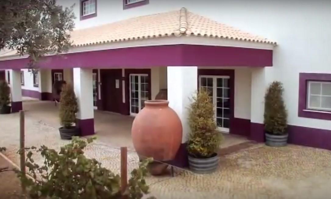 Casa de Santa Vitória tem arquitetura e decoração inspiradas na paisagem alentejana Foto: Reprodução do site http://www.santavitoria.pt/