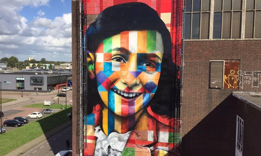 Mural 'Let me be myself', em Amsterdã, representando Anne Frank Foto: Divulgação