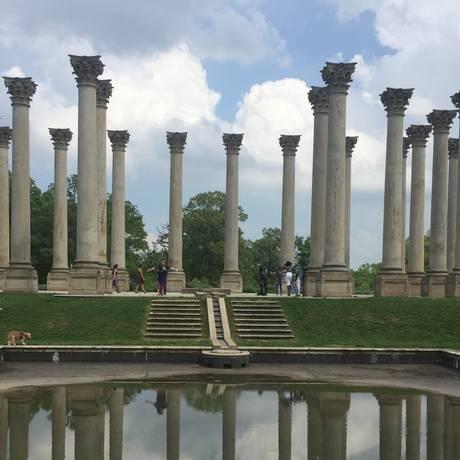 Panteão. Colunas do Capitólio no National Arboretum Foto: Henrique Gomes Batista / Extra