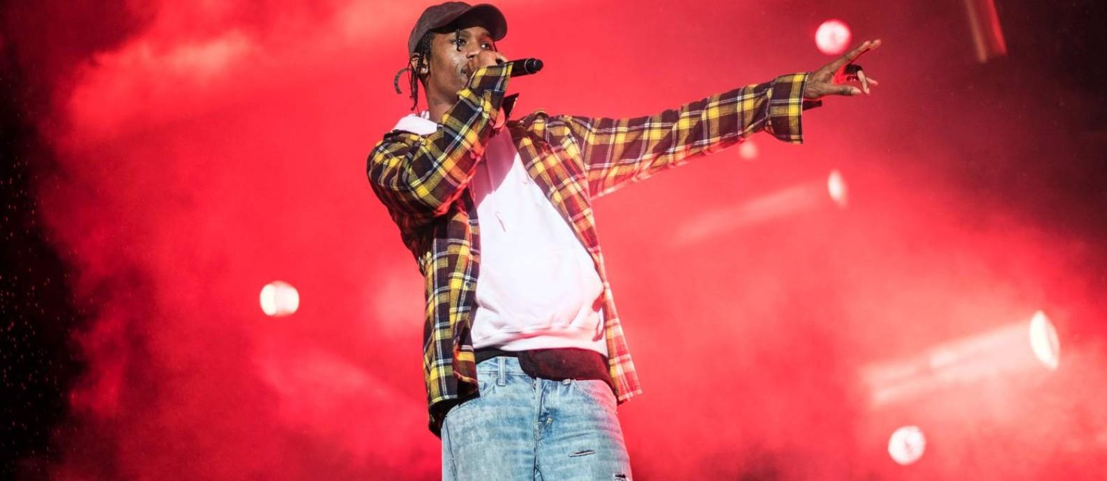 5193208d2aab Rapper Travis Scott bate recorde ao tocar a mesma música 14 vezes em ...