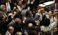 O presidente da Câmara, Rodrigo Maia, encerra após a revelação das denúncias