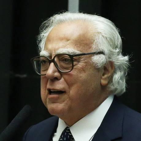 O deputado Miro Teixeira (Rede-RJ) Foto: Jorge William / Agência O Globo/13-07-16