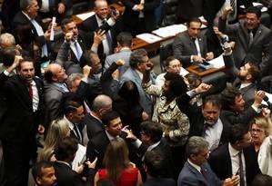 Parlamentares de oposição comemoram divulgação de denúncia contra o presidente Michel Temer Foto: Givaldo Barbosa / Agência O Globo