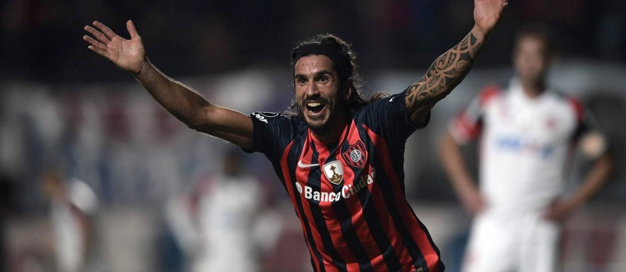 Angeleri comemora um dos gols do San Lorenzo Foto: JUAN MABROMATA / AFP