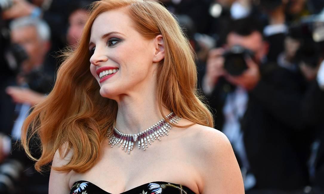 Jessica Chastain escolheu este colar de ouro branco, rubi e diamante da nova coleção Sunlight Journey, da Piaget, para o jantar de abertura do Festival de Cinema de Cannes ALBERTO PIZZOLI / AFP