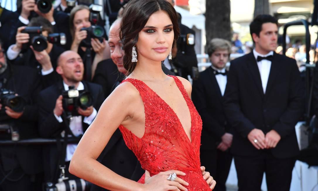 Os brincos da modelo Sara Sampaio são da marca De Grisogono ALBERTO PIZZOLI / AFP