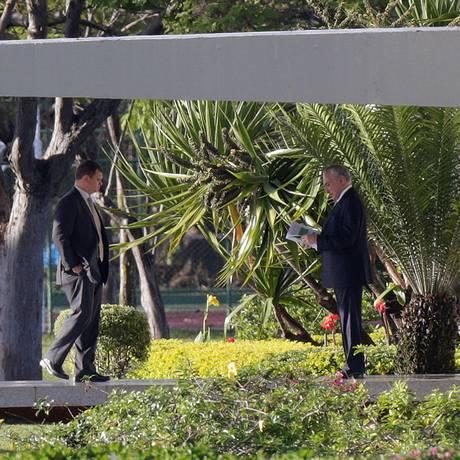 Michel Temer na manhã desta quinta-feira, saindo do Palácio Jaburu Foto: UESLEI MARCELINO / REUTERS