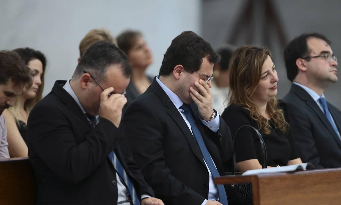 Na foto, Francisco Zavascki se emociona em missa de 30 dias em memória do ministro Teori Zavascki Foto: Jorge William / Agência O Globo