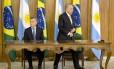 O presidente do Brasil, Michel Temer, recebe durante cerimônia oficial o presidente da República Argentina, Mauricio Macri, em fevereiro de 2017 Foto: Jorge William / Agência O Globo