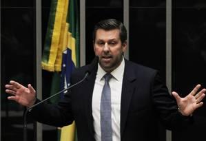 O deputado Carlos Sampaio (PSDB-SP) é o provável substituto de Aécio Neves na presidência do partido Foto: Jorge William / Agência O Globo