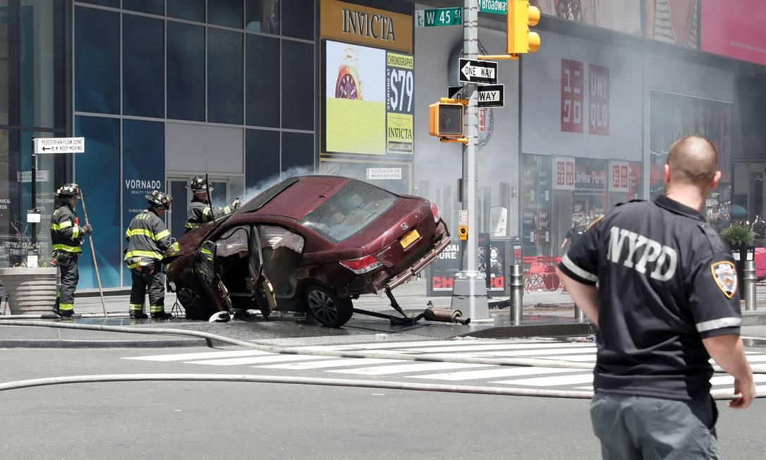 Segundo autoridades, o motorista que dirigia o veículo parecia estar sob o efeito de álcool ou drogas MIKE SEGAR / REUTERS
