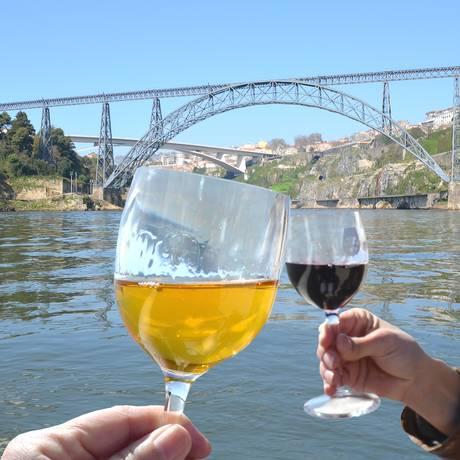 Regiões do Douro e do Porto oferecem uma grande variedade de vinhos brancos e tintos Foto: Fotolia