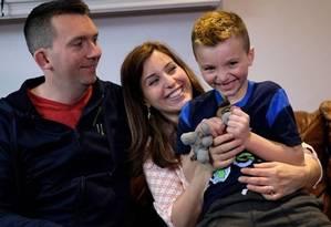 Jacob, de 7 anos, com os pais Joe e Mimi: há três anos e depois de muita insistência sobre não ser menina, Mia foi rebatizada como menino Foto: JEWEL SAMAD/AFP
