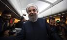 Rouhani pega voo para Teerã no penúltimo dia de campanha: opiniões divididas Foto: BEHROUZ MEHRI / AFP