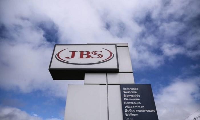 Linha de produção da fábrica da processamento de aves (frangos e derivados) da JBS em Lapa, no Paraná Foto: André Coelho / O Globo