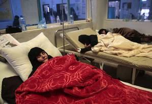 Pacientes tratados em hospital de Sanaa, no Iêmen Foto: Hani Mohammed / AP