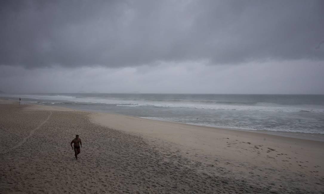 A previsão do tempo é de chuva durante o dia todo nesta sexta-feira Márcia Foletto / Agência O Globo
