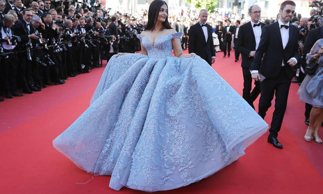 E que tal este modelito volumoso, bem princesa, da atriz indiana Aishwarya Rai Bachchan VALERY HACHE / AFP