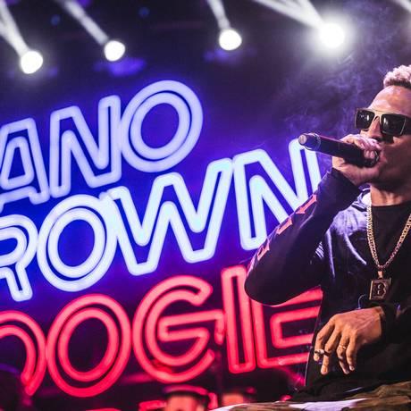 Mano Brown durante show no Festival Bananada, em Goiânia Foto: Rodrigo Gianesi