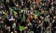 Deputados comemoram a abertura do processo de impeachment contra a presidente Dilma Rousseff, na Câmara dos Deputados, em abril de 2016