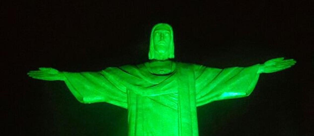 Cristo Redentor com iluminação verde para marcar o Dia Nacional da Defensoria Pública Foto: Divulgação