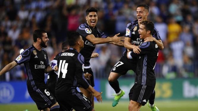 Festa dos jogadores do Real Madrid após a vitória sobre o Málaga 325d0039856ac