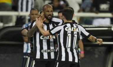 Bruno Silva comemora seu gol no jogo entre Botafogo e Ponte Preta Foto: Guito Moreto / Agência O Globo