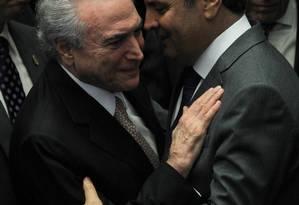 Michel Temer e Aécio Neves: apoio do PSDB será decisivo para desfecho do governo Foto: Ailton de Freitas / Agência O Globo