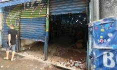Loja saqueada na Rua Senador Pompeu, no Centro Foto: Fabiano Rocha / Agência O Globo