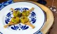 Bolinho de bacalhau com batata baroa e alho poró: receita é do buffet Das Danis Foto: Tomas Rangel/Divulgação