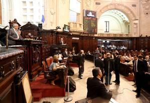 Deputados durante votação no plenário da Alerj Foto: Marcelo Theobald - 04/04/2017 / Agência O Globo