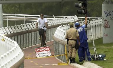Prefeitura instala sinal para avisar os ciclistas na ciclovia Tim Maia, no trecho que liga São Conrado à Barra Foto: Gabriel de Paiva 05-05-2017 / Agência O Globo