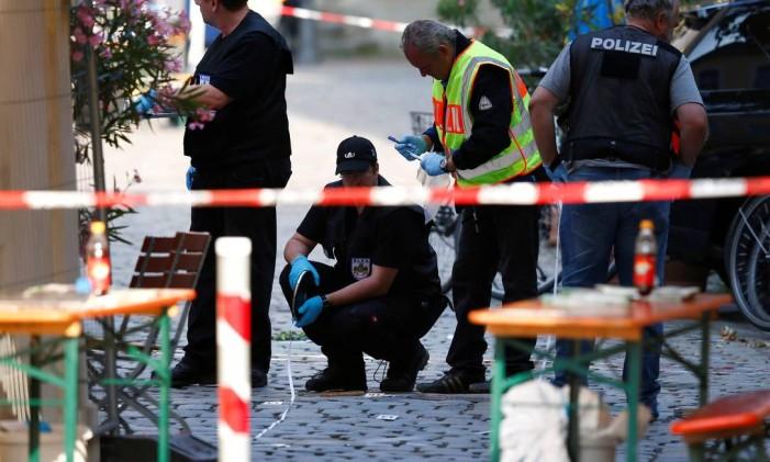 Polícia isola área após a explosão em Ansbach, Alemanha Foto: MICHAELA REHLE / Reuters