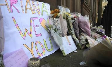 Manchester amanheceu com tributos nas ruas às vítimas do atentado em show Foto: Rui Vieira / AP