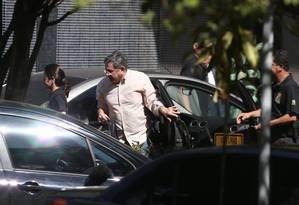 O assessor do presidente Michel Temer, Tadeu Filippelli, chega à sede da PF em Brasília após ser preso Foto: Michel Filho / O Globo
