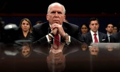 O ex-diretor da CIA John Brennan faz depoimento na Câmara dos Representantes, em Washington Foto: KEVIN LAMARQUE / REUTERS