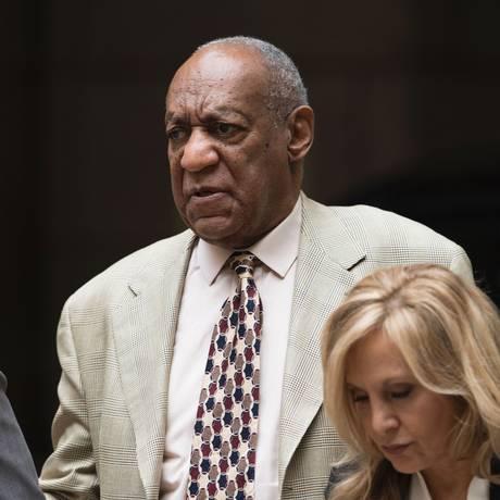Bill Cosby chega para sessão de escolha de juri Foto: DON EMMERT / AFP