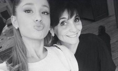 Joan Grande, mãe da cantora, auxiliou no socorro aos feridos durante atentado em Manchester Foto: Reprodução/Instagram