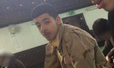 Salman Abedi é clicado em aula sobre o Islã na mesquita de Didsbury Foto: Reprodução/Guardian